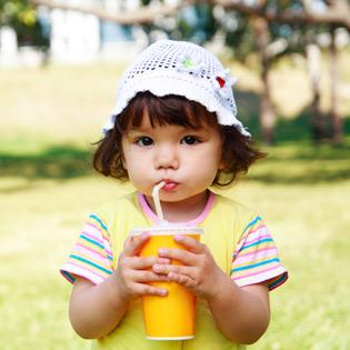 child_drinking_straw_uniflow