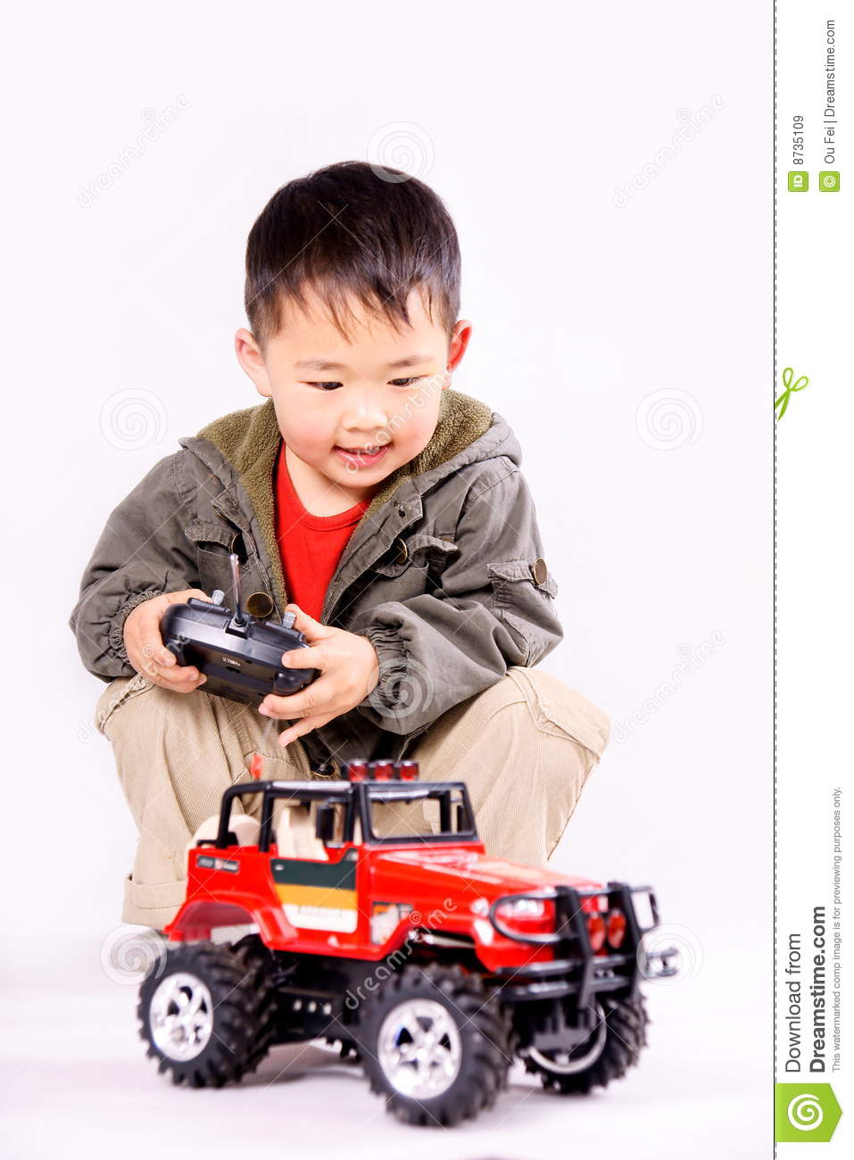 boy-remote-control-car-8735109